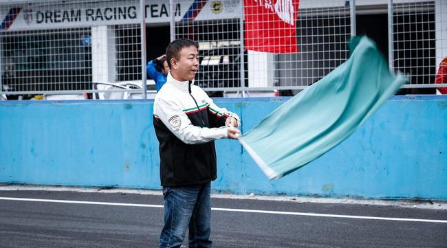天马耐力赛-挥旗