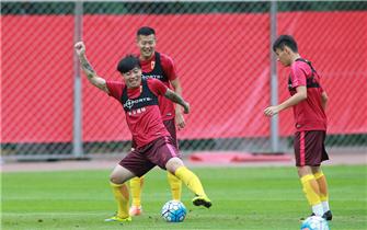 中国男足沈阳训练备战世预赛