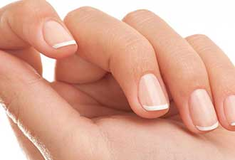 指甲表面如果有竖线要当心