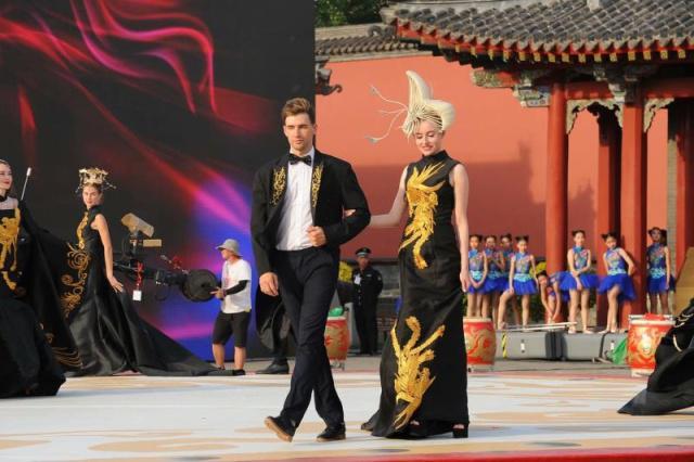 谢金恒 沈阳旗袍文化节为全国提供了一个大舞台