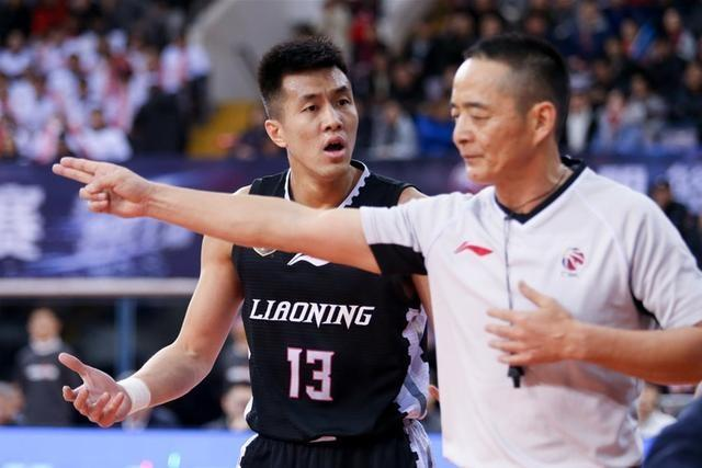 CBA:郭艾伦哈德森合砍50分 辽宁17连胜平队史纪录