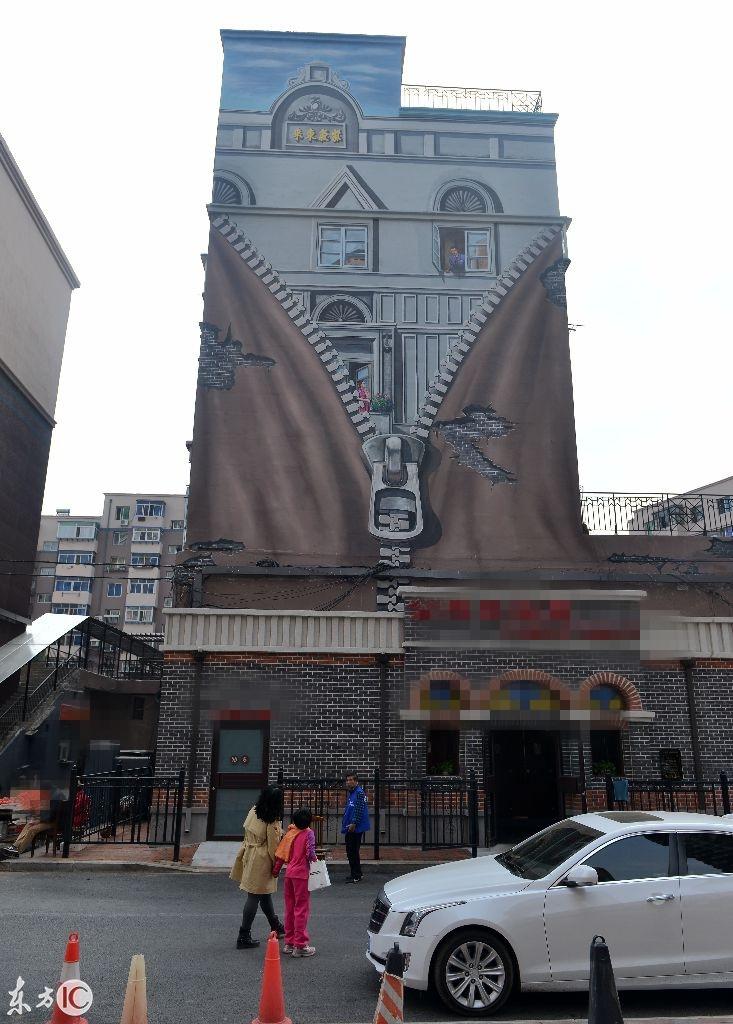 沈阳一楼房现3D民国画墙惟妙惟肖引围观拍照