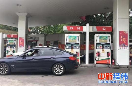 """国内油价或迎""""开门红"""" 加满一箱油恐多花3.5元"""