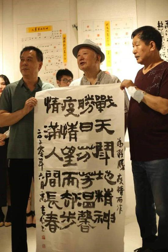 """大连举办""""中国·英雄""""抗击疫情艺术展"""