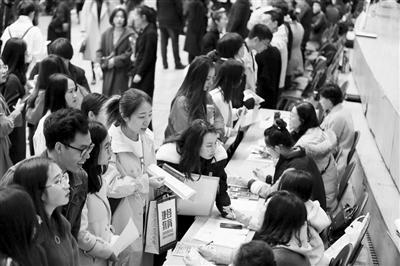 """辽宁大学生""""零门槛""""落户 允许突破绩效工资控制线"""