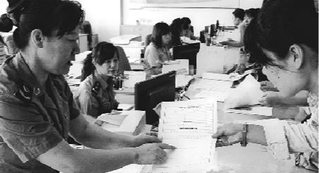 政务服务线下专窗将提供事项咨询辅导、材料接收等服务。