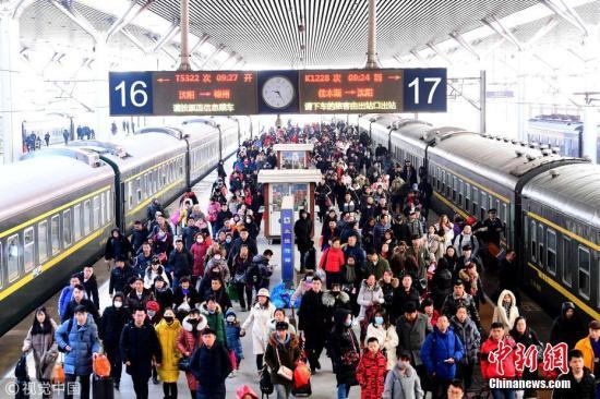 中国铁路多项措施迎战冰雪确保运输安全