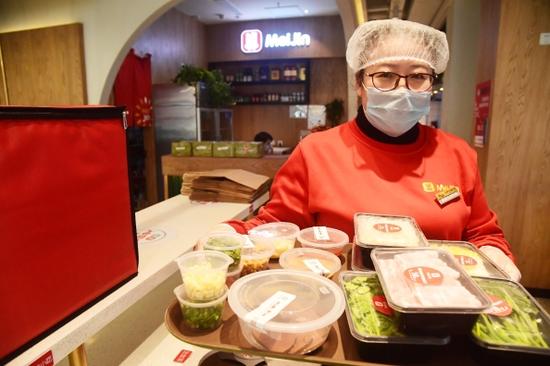 """百年老字号开""""线上餐厅"""" 星级大厨网上指导做菜"""