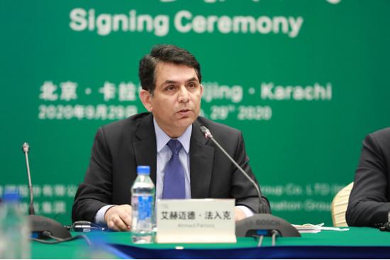 图说:巴基斯坦驻华大使馆公使艾赫迈德·法入克致辞