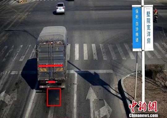 抓拍冒黑烟车图例。沈阳市公安局交通警察局