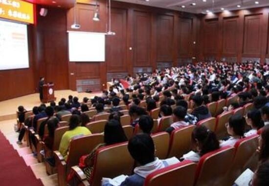 大连工业大学多维度推动思政课建设内涵式发展