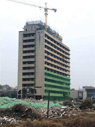 此次实施爆破的建筑物为安徽理工大学原西校区教学楼。受访者供图