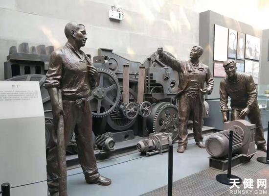 馆内的每一尊塑像都蕴含着中国工人阶级感人的故事