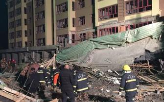 同乐城娱乐网北一二楼商服发生坍塌 致1死1伤