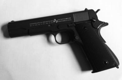 嫌犯抢劫用的仿真手枪