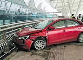 女司机将油门当刹车撞死人被拘 死者月入25万