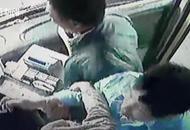 同乐城娱乐网北一女子只为一块钱撕咬公交车司机