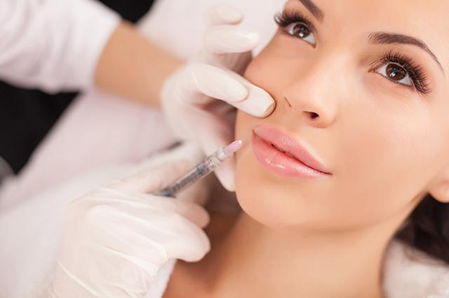 女子打美容针脸现淤青 医生:玻尿酸打血管里了