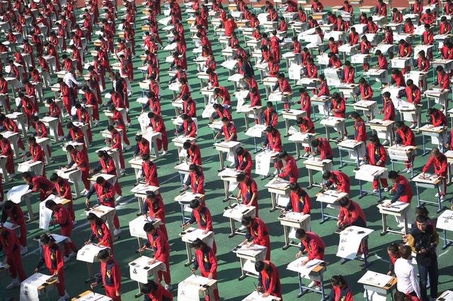 沈阳千名小学生同秀书法 写好中国字拒绝提笔忘字