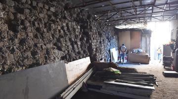 沈阳一废品收购站内发现400年前老城墙
