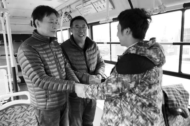 沈阳一公交车司机突然抽搐休克 乘客及时将车熄火(图)