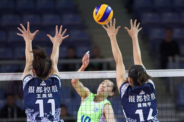 辽宁女排3-1战胜卫冕冠军江苏 两队均4人得分