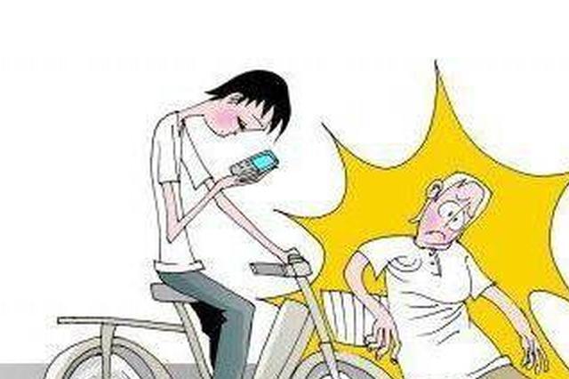 沈阳快递小哥骑电动车赶时间 校门口撞倒一名女教师