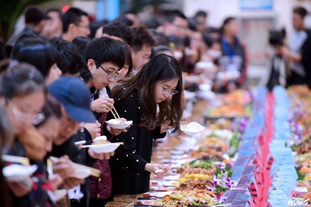 沈阳一高校举办烹饪大赛 百余道美食令人目不暇接
