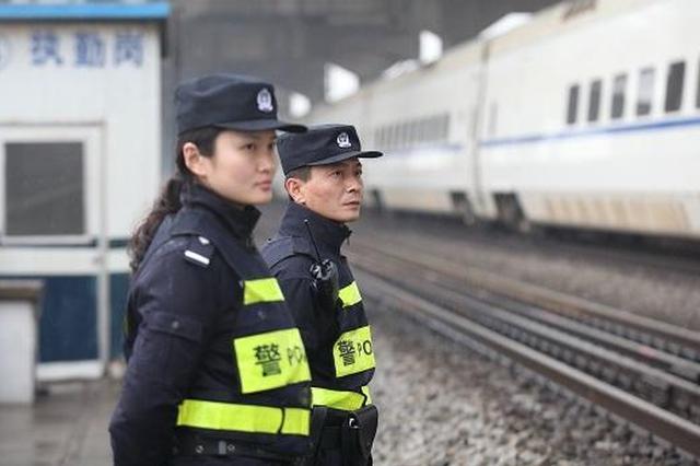 """辽阳患病大爷""""漂""""到沈阳 铁路民警助其回家"""