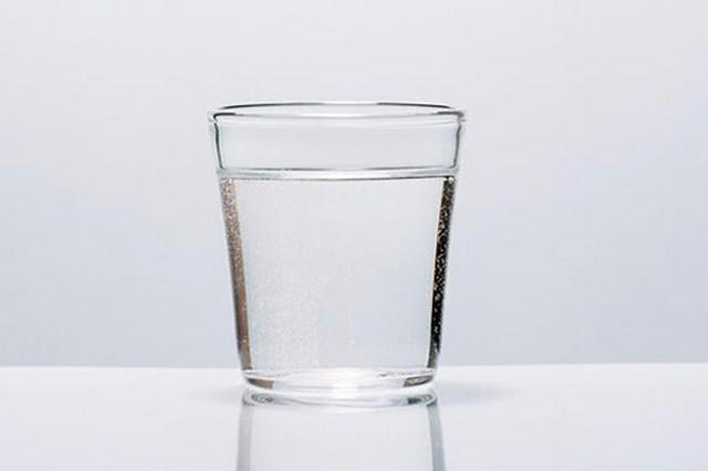 喝水能排毒消暑 这样喝杯白开水还能救命