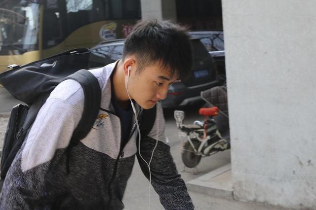 辽宁男篮主场搬回沈阳辽宁体育馆 球员到场准备训练