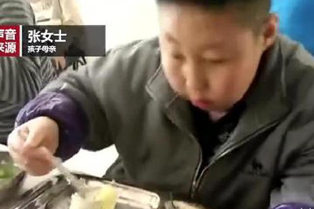 12岁男孩得怪病体重184斤 坐公交得让司机抱上车