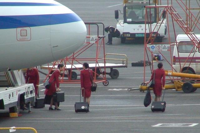 男子胁持国航空姐 律师:若事发时发病将不担刑责