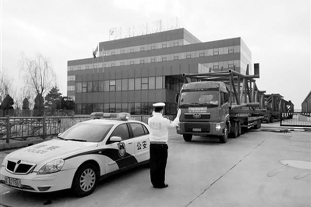 沈阳交警为重点建设项目提供交通安保服务