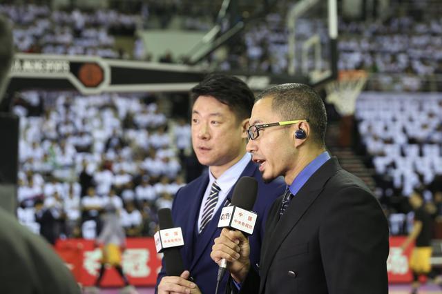 辽宁获CBA队史首冠 篮球名嘴一边倒祝贺