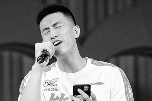 辽篮做客辽宁卫视录制节目 郭艾伦大展歌喉巴斯飙中文