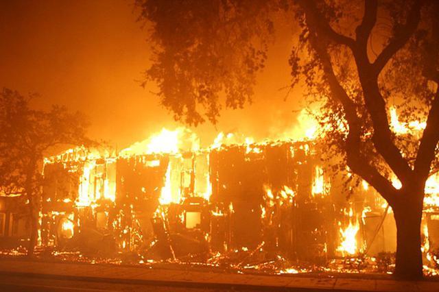 大连国光溶剂厂油漆车间起火 居民疏散半径达2公里