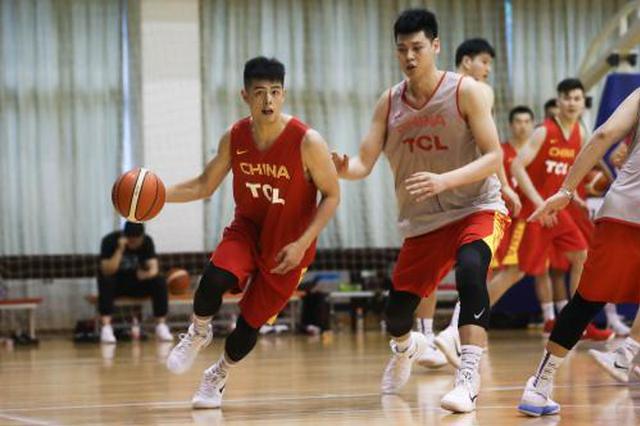 男篮红队主帅李楠:亚运会力争佳绩 不因年轻而找借口
