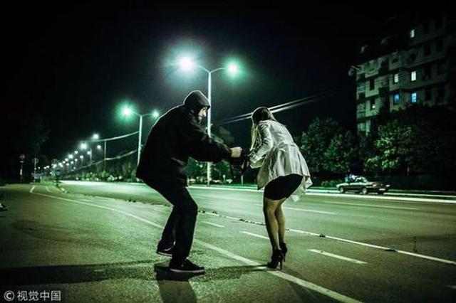 女子深夜被勒脖拖进荒地 几句话劝服劫匪放弃打劫