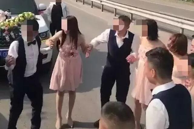 新婚夫妇国道上跳舞拍抖音 警察:你们摊上事了