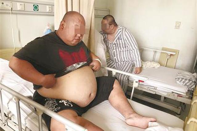 311斤男子每晚只能坐着睡 手术缩胃50天减重86斤