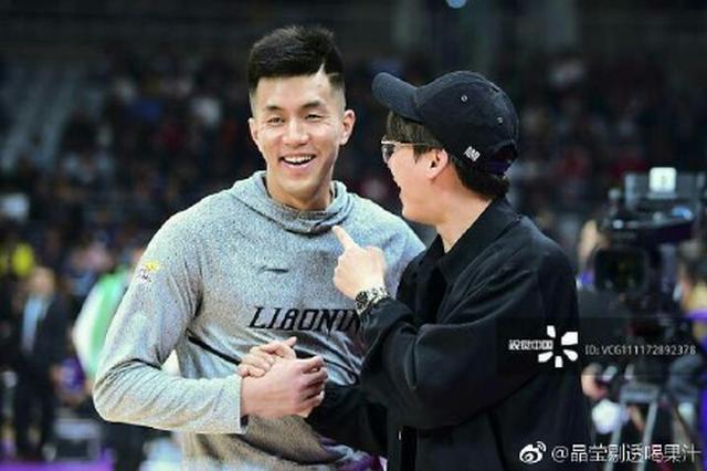 李易峰现身沈阳助阵郭艾伦CBA揭幕战 有一种友谊叫李易峰郭艾
