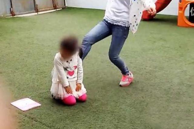 两名幼师抽打幼儿被行政拘留