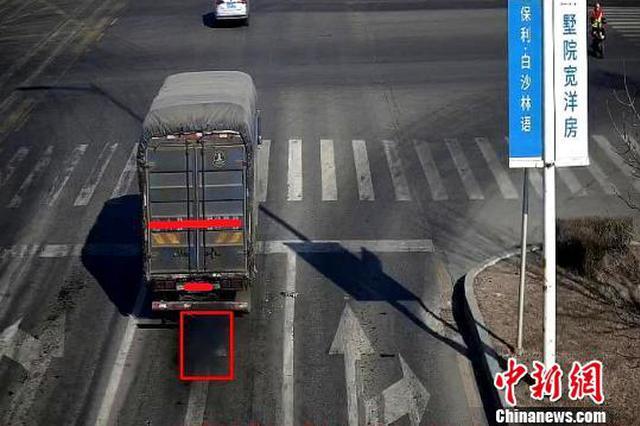 沈阳新增电子警察抓拍车辆冒黑烟 违规上路将被罚