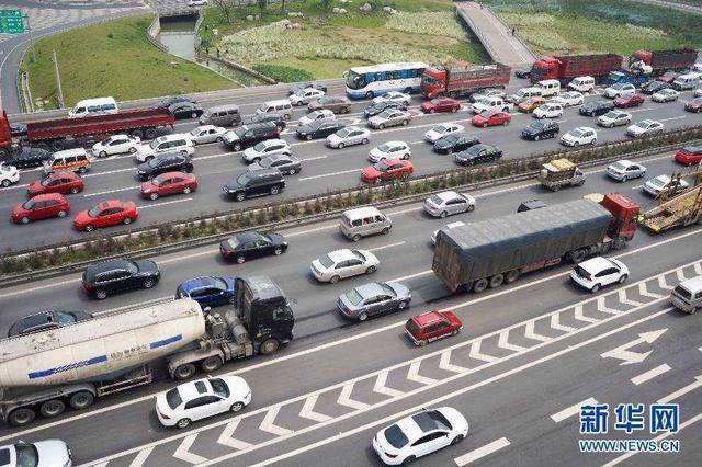 """交通运输部:""""五一""""假期免收小客车高速公路通行费"""