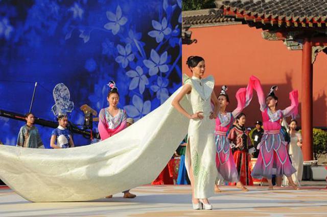 """杨晓桐 """"现代的旗袍体现一种静态的美"""""""