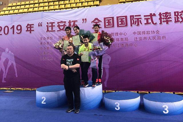 辽宁女子摔跤队在全国锦标赛斩获3金(图)