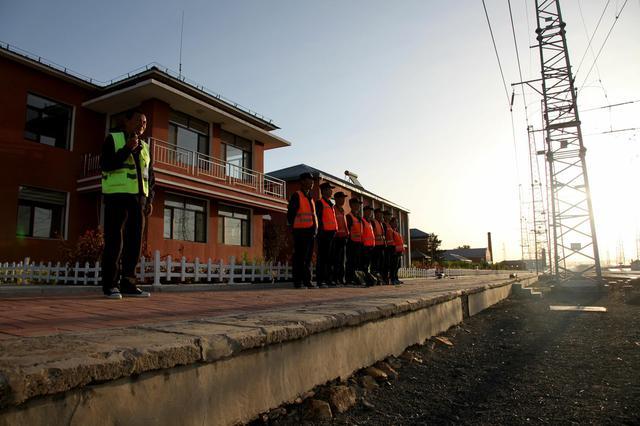 十二小时 用图片读懂铁路电务人的一天