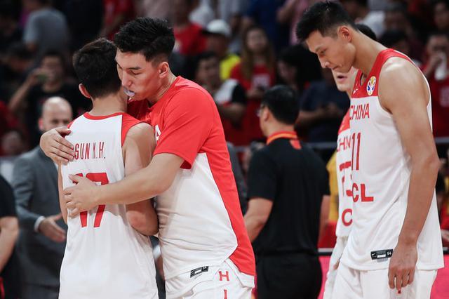 中国男篮憾负波兰:郭艾伦5犯提前离场 周琦失误引热议