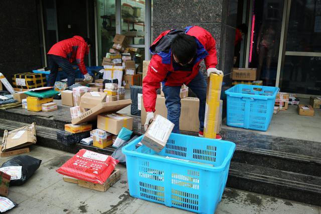 """""""双11""""沈阳快递员岗位关注度同比增长31.49%"""